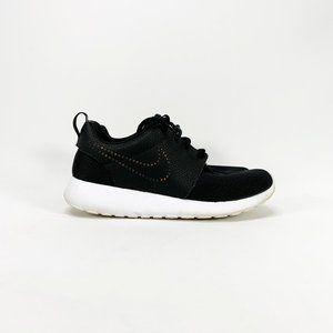 NIKE Women's Roshe One LX Black / Gold Sneakers
